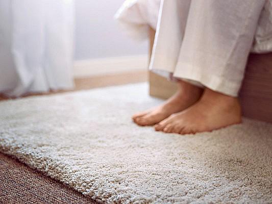 Выбор напольного покрытия для спальни